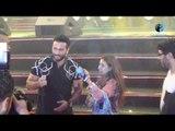 """حفل تامر حسني في إستاد القاهرة   شاهد """"مجنونة تامر حسني"""" لما طلعت ع المسرح وشوف تامر قالها إية!"""