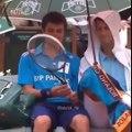 Quand Novak Djokovic prenait soin d'un ramasseur de balles à Roland Garros