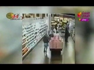 فيديو بشع (+18) لمحاولة اغتصاب طفله داخل سوبر ماركت وتعليق ناري لمذيعة الحدث