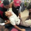 Incidente aereo in Indonesia: la notizia del disastro viene comunicata ai parenti dei passeggeri