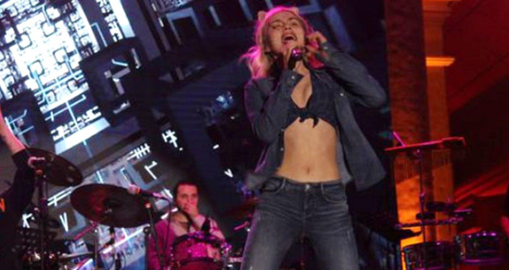 29 Ekim'de Konser Veren Aleyna Tilki, Sahnede Ülkesine Olan Hayranlığını Haykırdı