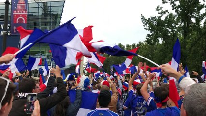 Les Bleus - French fans sing loudly