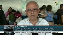 Migrantes de 2a caravana de salvadoreños siguen cruzando a Guatemala