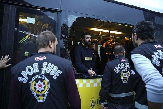 Fenerbahçe Taraftarı Stada Ulaştı, Otobüslerin Camlarını Kıran 7 Taraftar Gözaltına Alındı