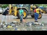RTG/Journée citoyenne - Les employés de la Présidence de la République mettent de côté leurs vestes et bureaux pour assainir le carrefour Kanté du 5e arrondissement de Libreville