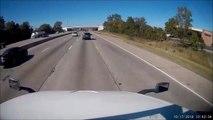 Un camion ne peut rien faire pour eviter cette voiture sur l'autoroute