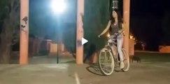 Faceplant , elle tente un saut en vélo et se fracasse la tête la première sur le bitume