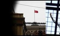 Beyoğlu'ndaki Hollanda bayrağı indirildi... Tekbir getirerek Türk bayrağını göndere çektiler