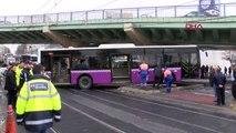 Aksaray'da Otobüs Kaza Yaptı; Tramvay Seferleri Aksıyor