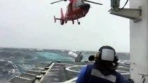 Atterrissage d'un hélicoptère pendant une mer agitée