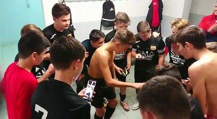 U15: C'est de la folie dans les vestiaires après leur belle victoire.