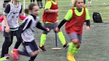 Bienvenue à l'école de football féminine au FRH