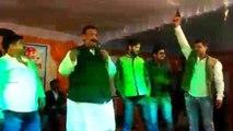 Pratapgarh MP मर्यादा भूल Stage पर गा रहे थे गाना, Supporters बरसा रहे थे गोलियां । वनइंडिया हिंदी