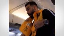Quand Adil Rami prend la place de l'hôtesse de l'air dans l'avion des Bleus
