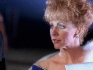Reba McEntire - Does He Love You
