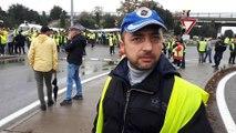 """Gilets jaunes: témoignage de Ludovic, Gilet jaune, au point de Blocage du Pontet (Auchan nord), près d'Avignon, dans le Vaucluse. """"On est là depuis l'aube et ce n'est pas un mouvement d'une seule journée, on restera là. Il faut que ça conti"""