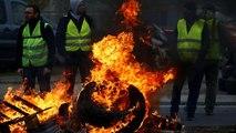 Μία νεκρή και εκατοντάδες τραυματίες στα μπλόκα των «κίτρινων γιλέκων»