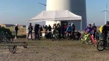 VTT des éoliennes à Wihéries : un ravito au pied des éoliennes