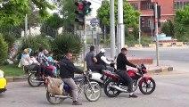 Bir motosiklete 5 kişi bindiler
