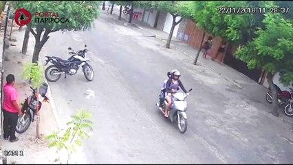 Câmera de segurança flagra homem furtando moto em Itapipoca