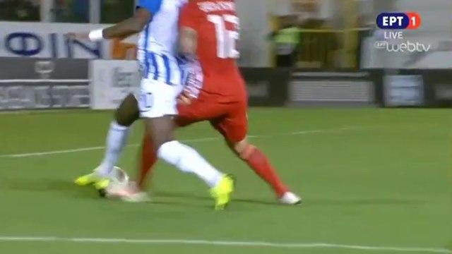 Clarck N'Sikulu requests a penalty (13') - Atromitos vs Olympiakos - 25.11.2018