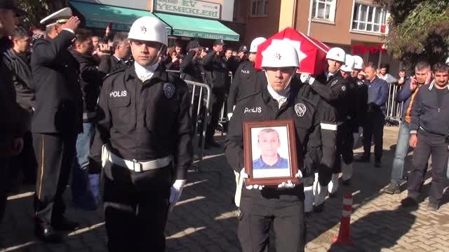 Giresun Dur İhtarına Uymayan Sürücünün Çarpmasıyla Şehit Olan Polis Memuru Törenle Uğurlandı