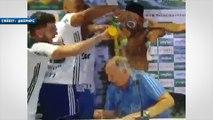 Luiz Felipe Scolari douché par ses joueurs après son titre de champion