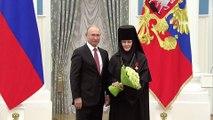 - Putin önde gelen isimlere onur ödülü verdi- Putin Rusya'nın önde gelen isimlerini Kremlin'de ağırladı