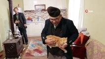 Türkiye'nin gündemine oturmuştu...'Ali Dede' yangında kurtardığı kedileriyle birlikte yeni evinde hayatına devam ediyor