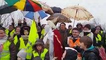Saint-Nicolas rend visite aux gilets jaunes au rond point de Chaufontaine dans le Lunévillois