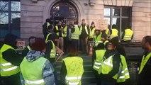 Gilets jaunes en Alsace : la sous-préfecture de Mulhouse cadenassée