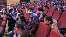 Zararlı alışkanlıkları çocuklara tiyatro oyunuyla anlattılar - HAKKARİ