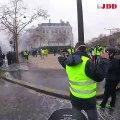 Gilets jaunes : les violences du 1er décembre vues de l'intérieur