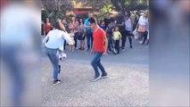 Cette fille déchire tout en street football... Dingue
