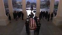 Φόρος τιμής στη μνήμη του Τζορτζ Χέρμπερτ Ουόκερ Μπους