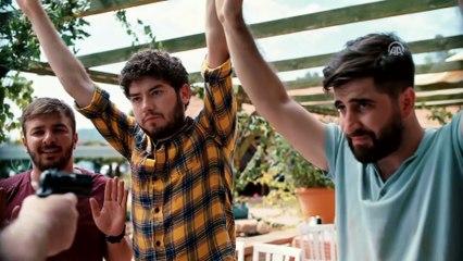 Kafalar Karışık Filminin fragmanını izle
