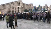 Nationalists march in Kiev to demand end to all ties with Russia