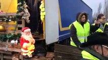 Le député Raphaël Schellenberger devant les gilets jaunes au pont d'Aspach