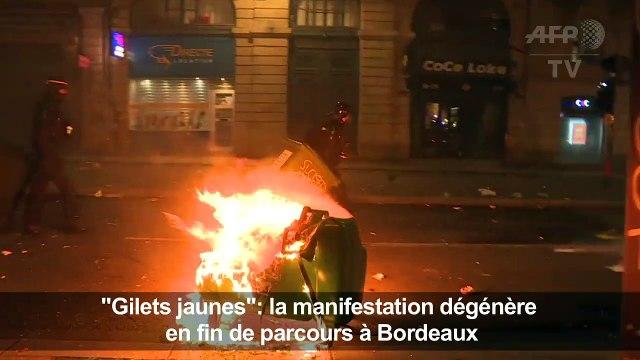 """""""Gilets jaunes"""": barricades incendiées à Bordeaux"""