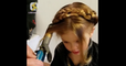 فيديو مذهل لأب جعل من نفسه مصفف الشعر الخاص بابنته ! صنع تسريحات رائعة
