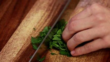 Sirkeli ve yagli Salatalik salatasi