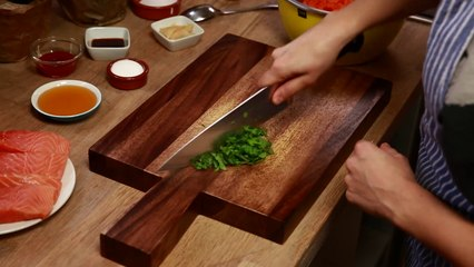 Donmuş Somon Filetolu Asya Usulü Lahana Salatası