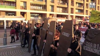 Marseille : marche funèbre et tribunal populaire après l'annulation du conseil municipal