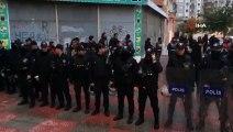 - HDP Diyarbakır İl Başkanlığında, İmralı Cezaevi'nde bulunan terör örgütü PKK lideri Abdullah Öcalan için başlatılan açlık grevine polis müdahale etti. Çok sayıda eylemci gözaltına alındı.