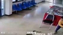 Şik�yet için polis merkezine giden adama yılan saldırdı