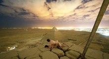 La vidéo d'un couple nu au sommet de la pyramide de Gizeh fait scandale !