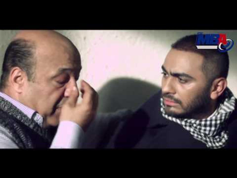 شاهد كيف استقبل تامر حسني خبر وفاة والده في مشهد مؤثر اتحداك ما تبكي!