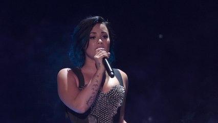 Demi Lovato - Skyscraper (Vevo Certified SuperFanFest)