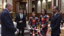 Cumhurbaşkanı Erdoğan, Kenan Sofuoğlu ile 2018 moto 3 şampiyonu Can Öncü ve kardeşi Deniz Öncü'yü kabul etti