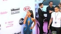 Miley Cyrus versucht Ariana Grande nach Trennung aufzumuntern